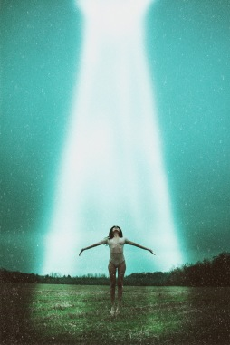 space, alien, alien photoshoot, alien editorial, alien abduction, alien photography, space, science fiction, sci-fi, sci-fi art, sci-fi photography